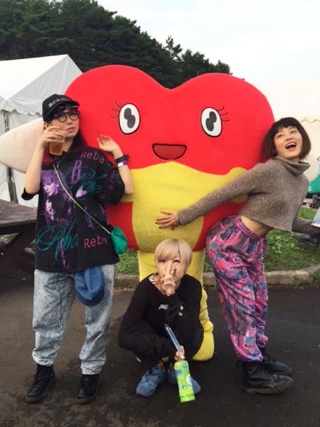 (右から)水曜日のカンパネラ・コムアイ、コショージメグミ、ファーストサマーウイカ キュウ