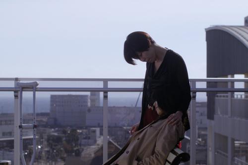 長身ショートカットのあかり (演:田中幸恵)