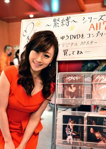 主宰の川上ゆう。今年1月に復刊したS&Mスナイパー(大洋図書)でもモデルとして大々的に出演。底知れぬ表現力を持つ、日本のSM界に無くてはならない大物女優