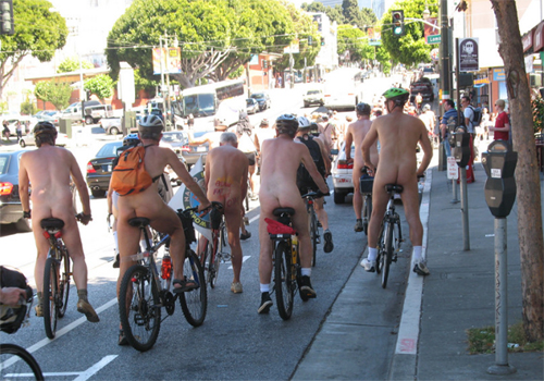裸に靴下&シューズは滑稽 Photo by Gary Stevens from Flickr