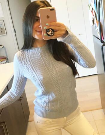 セーター越しのポッチ、セクスィーです。 「JUST NIPS FOR ALL」Instagramより