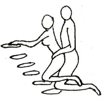 階段で膝立ち同士、危険ですけどね