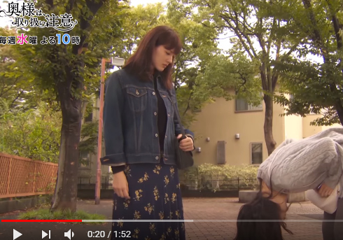 YouTube日テレ公式チャンネル「2分で分かる第三話★ママ友いじめのボスと対決!「奥様は、取り扱い注意」」より
