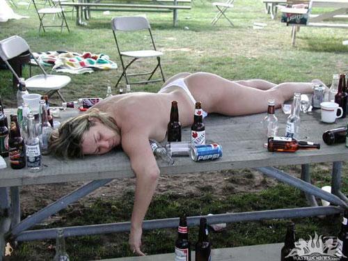 実は感度も下がる…お酒の力を借りすぎたセックスはしないほうがいい理由の画像1