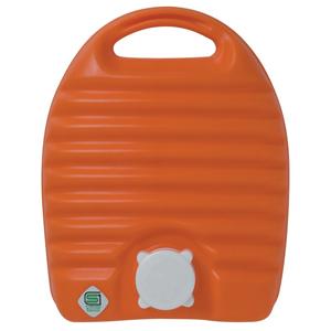 「立つ湯たんぽ 2.6L 袋付き オレンジ」 出典:amazon