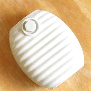 「陶器湯たんぽ 13代目加藤さん作る湯たんぽ  (オーガニックホワイト)) 出典:amazon