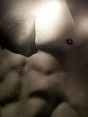 竹内涼真、田中圭…旬の男性芸能人の乳首をチェック! 松坂桃李は亀梨和也級だったの画像1