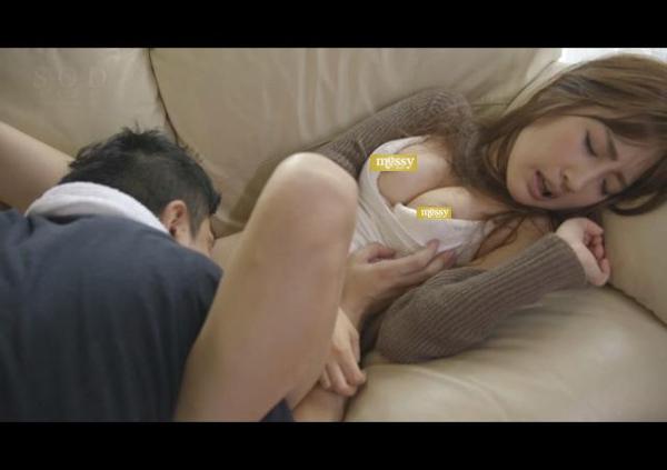 クンニや指で徹底的に愛撫しまくる前戯オンリー動画の人気がすごい!!の画像1